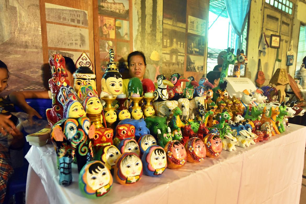 crafting-a-business-artisan-toolkit-helps-link-handicrafts-to-the-market-1582173646