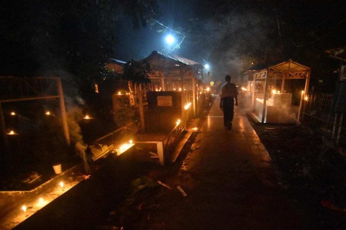 liberating-ghosts-at-yangons-yayway-cemetery-1582179664