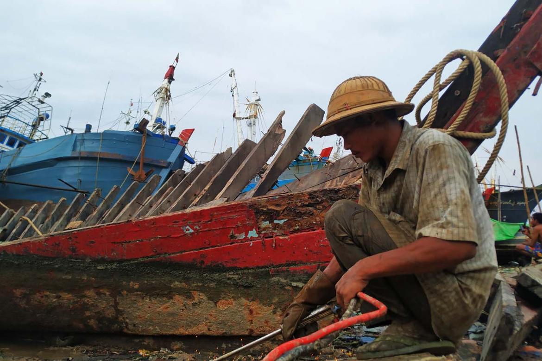 toil-and-pain-at-the-dala-boat-graveyard-1582179770