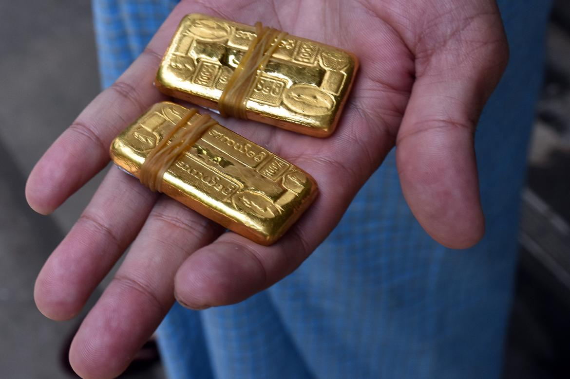yangon-hustle-the-shadowy-trade-in-gold-and-dollars-1582173511