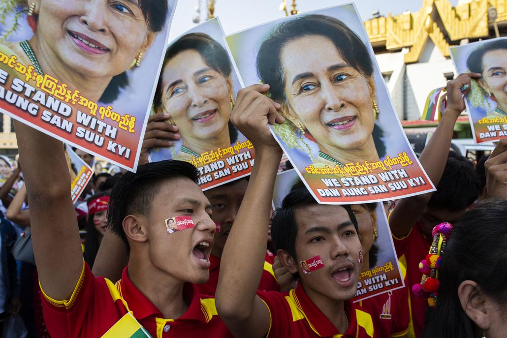 Those at the rally on Tuesday had already made up their mind to support Aung San Suu Kyi, no matter what. (Hkun Lat | Frontier)