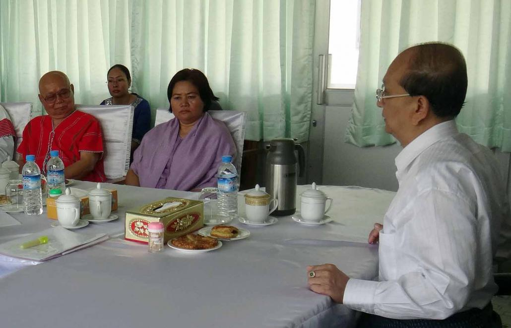 President U Thein Sein meets KNU general secretary Naw Zipporah Sein, centre, and General Mutu Say Poe on April 7, 2012 – about eight months before Mutu Say Poe became the group's leader. (AFP)