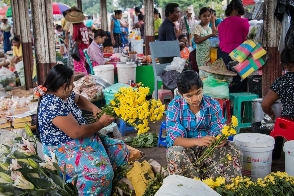 Flower sellers at the Thiri Mingalar market in Yangon. (Nyein Su Wai Kyaw Soe | Frontier)