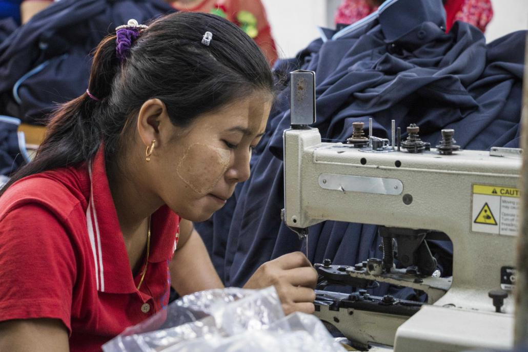 Workers at a garment factory in Hlaing Tharyar Industrial Zone, on the western outskirts of Yangon. (Nyein Su Wai Kyaw Soe | Frontier)