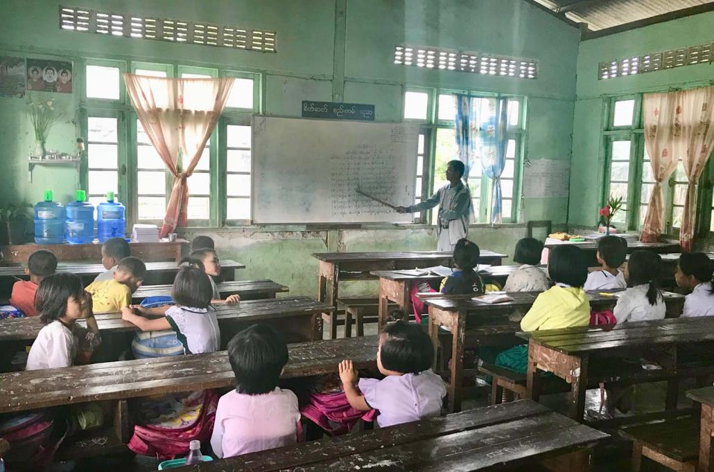 Shan language being taught at a government school in eastern Shan State. (Nicolas Salem-Gervais | Frontier)