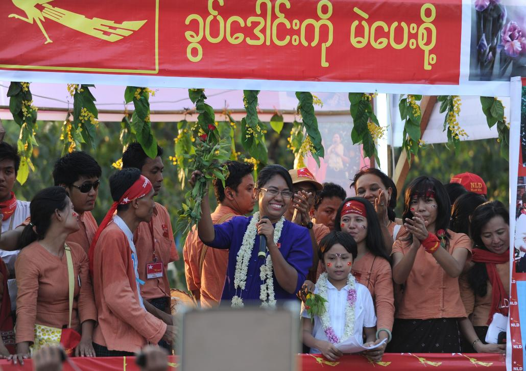 National League for Democracy candidate Daw Phyu Phyu Thin speaks during a Yangon rally on March 30, 2012. (Soe Than Win / AFP)