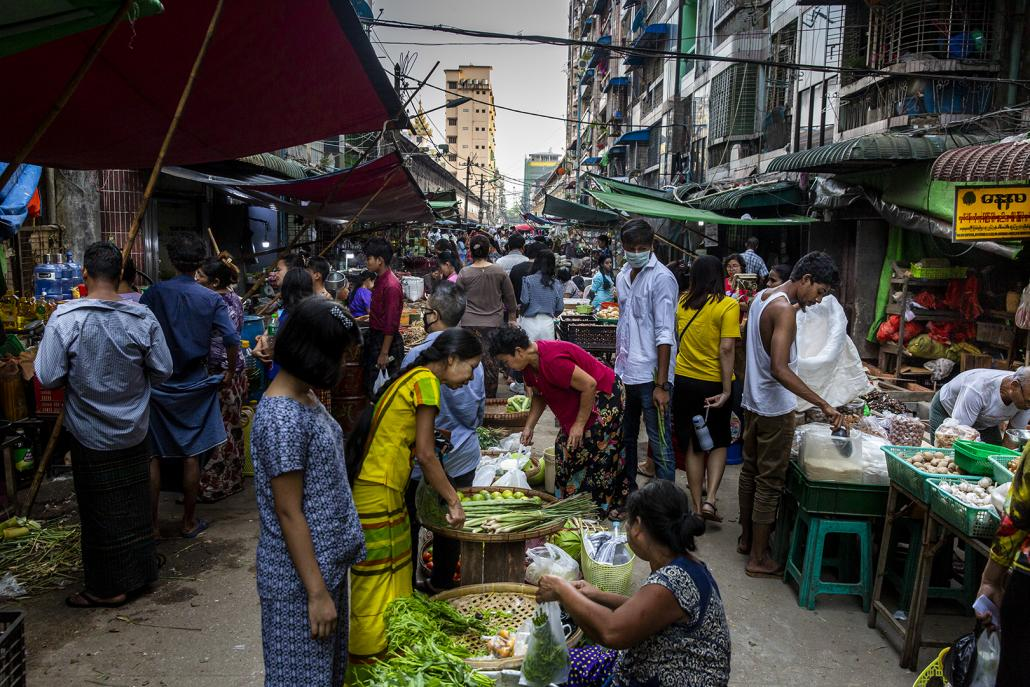 A densely packed wet market on 26th Street in downtown Yangon, seen on March 28, after COVID-19's presence had been confirmed in Myanmar. (Hkun Lat | Frontier)