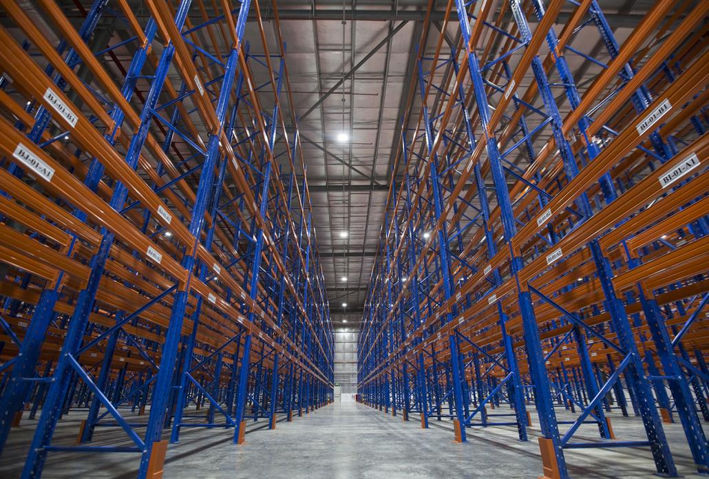 Warehouse storage with a 6-level, 9-meter high racking system