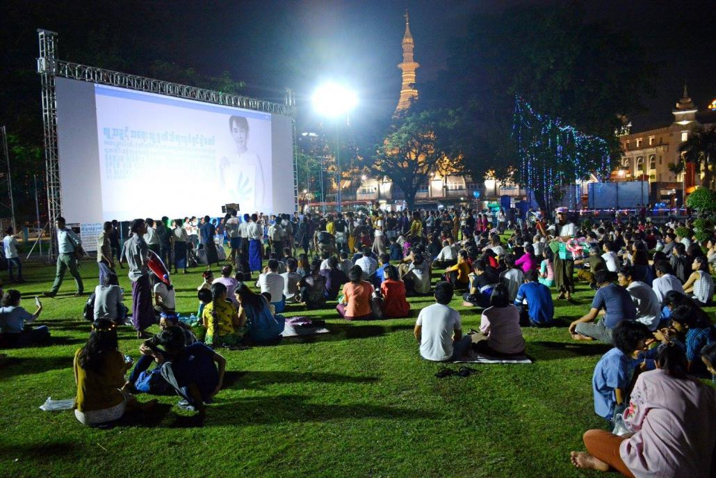 An open air screening at Mahabandoola Park in central Yangon during the 2017 edition of the Human Rights Human Dignity International Film Festival, which U Min Htin Ko Ko Gyi founded in 2013. (Facebook @HRHDIFF)
