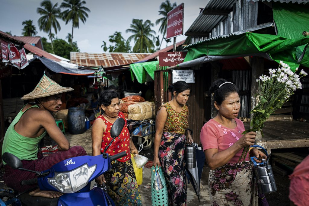 Mrauk-U residents shop at a market without face masks or personal protective equipment on August 21, a day after the first case was confirmed in the town. (Hkun Lat | Frontier)