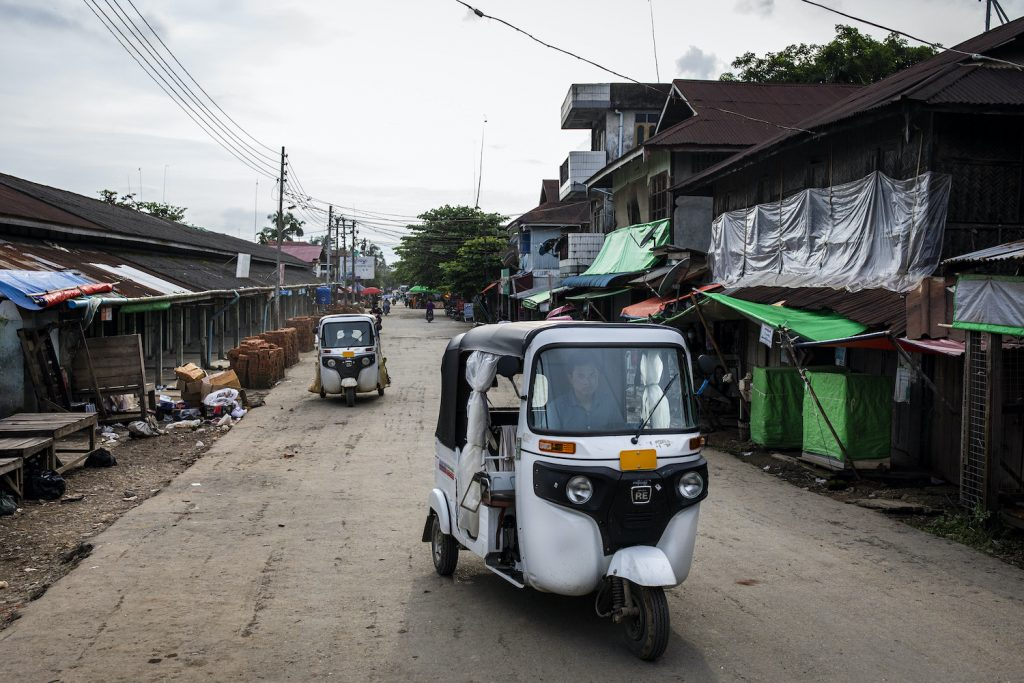 Three-wheeled motorbikes idle on Mrauk-U's usually busy main street on August 21, 2020. A surge in new COVID-19 cases has emptied the streets of the northern Rakhine State city. (Hkun Lat I Frontier)