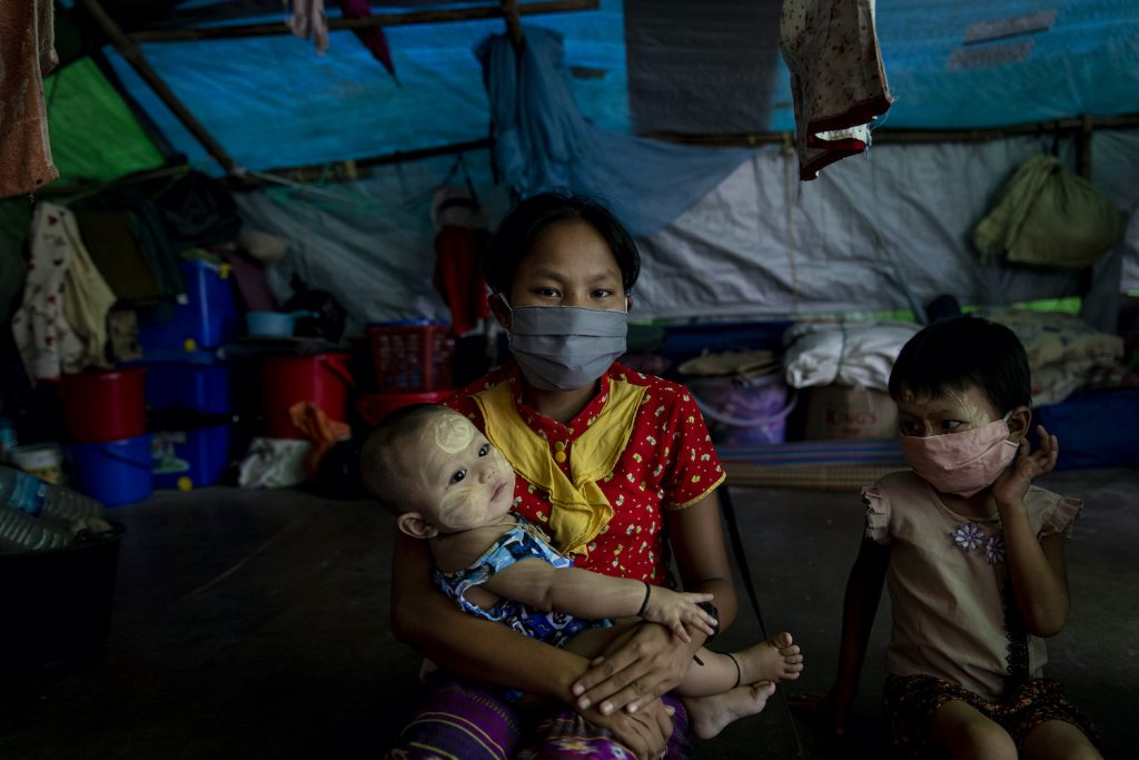 A Rakhine IDP family in the Shitthaung IDP camp don face masks on August 20, at the beginning of a surge in confirmed COVID-19 cases across the state. (Hkun Lat I Frontier)