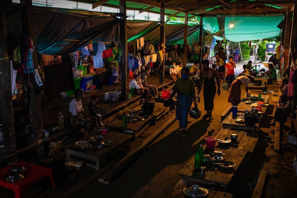 IDPs prepare dinner at a camp in Mrauk-U Township. (Hkan Lat | Frontier)