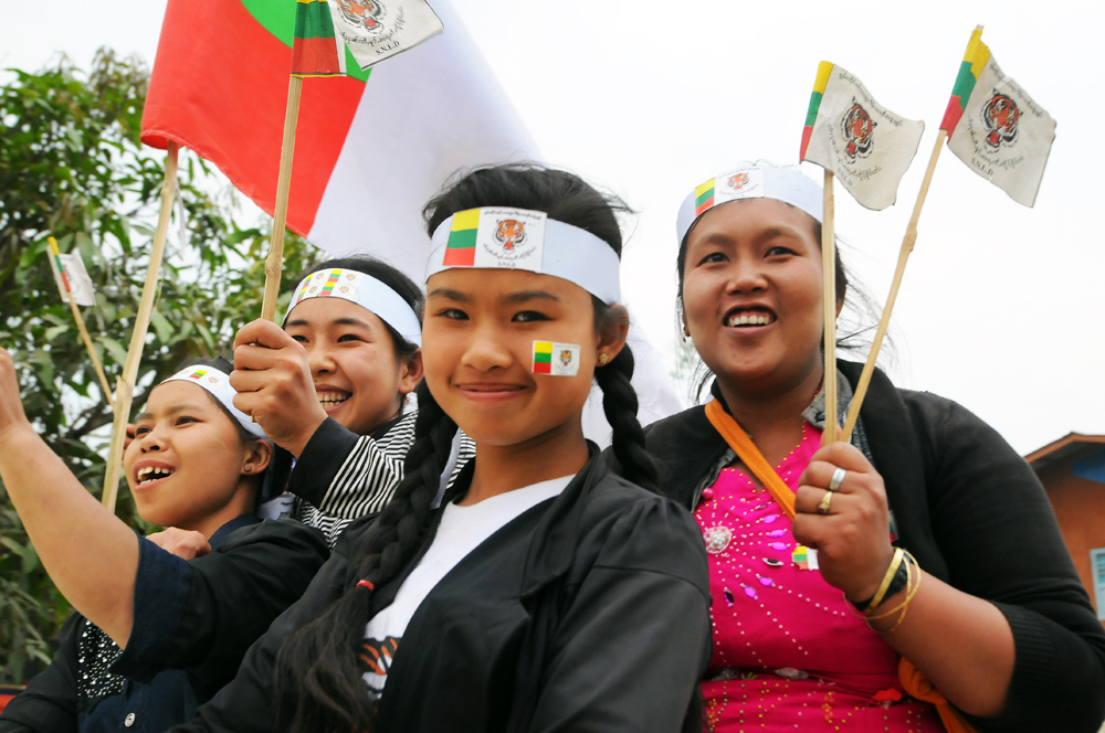 Residents of southern Shan State's Mong Hsu Township campaign for the Shan Nationalities League for Democracy ahead of by-elections on April 1, 2017. (Steve Tickner | Frontier)