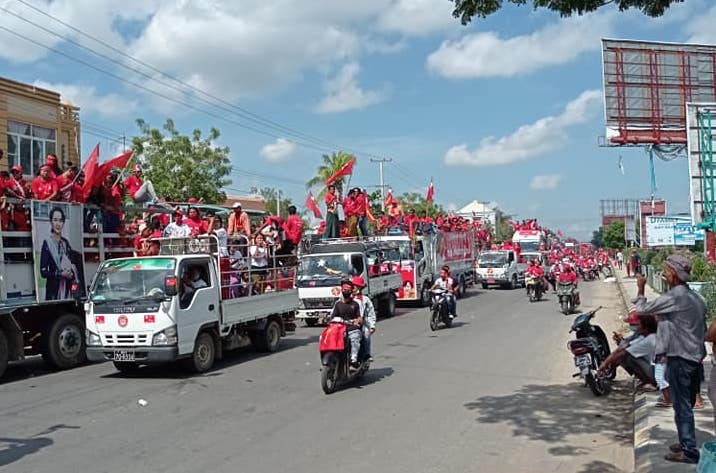 NLD supporters ride in a convoy through Pyawbwe on October 25. (Supplied)