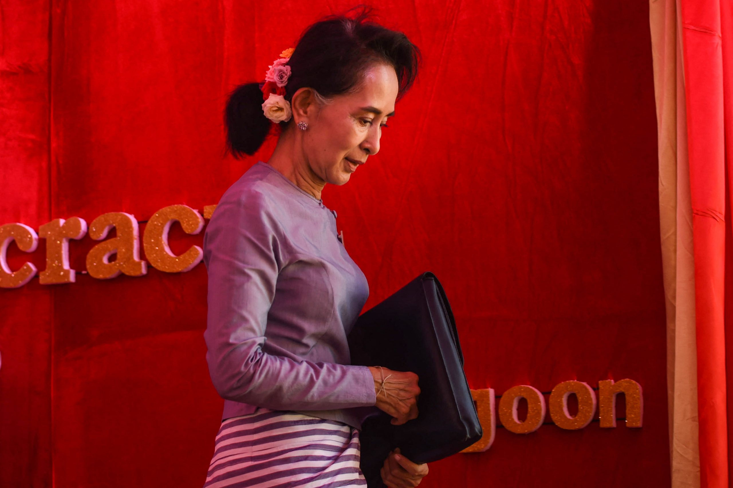 Daw Aung San Suu Kyi leaves the stage after addressing a press conference from her residential compund in Yangon on November 5, 2015. (AFP)