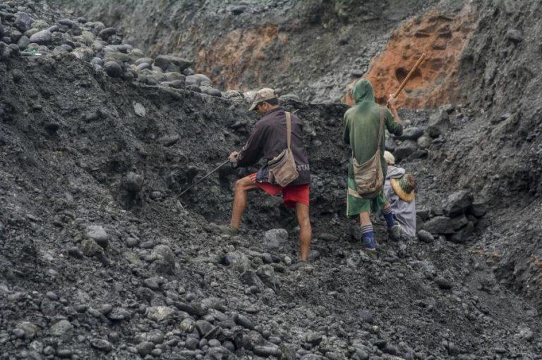 17-dead-in-myanmar-jade-mine-landslide-1582209642