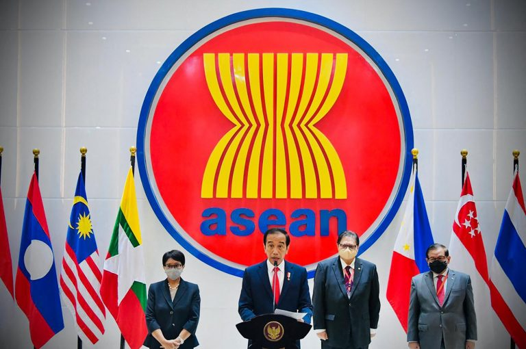 Indonesian President Joko Widodo (C) delivers a speech at an ASEAN summit in Jakarta on April 24 to discuss the Myanmar crisis. (Indonesian Presidential Palace / AFP)