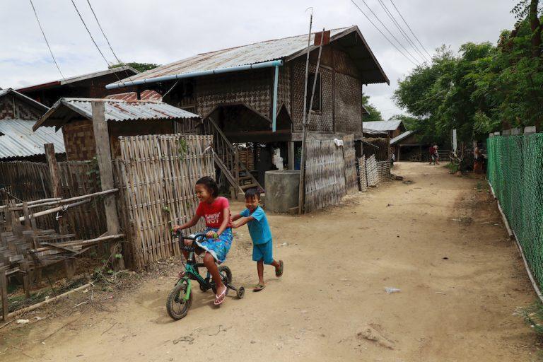 Children play on a dusty lane in Kaw Taw Wa village, Pyawbwe Township, on August 26. (Nyein Su Wai Kyaw Soe | Frontier)