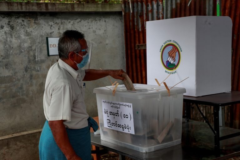 An elderly voter casts an advance ballot in Yangon's Mayangone Township on October 30. (Nyein Su Wai Kyaw Soe | Frontier)