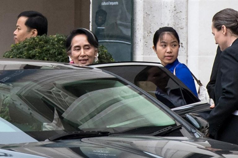 aung-san-suu-kyi-greeted-by-protests-in-london-1582218011