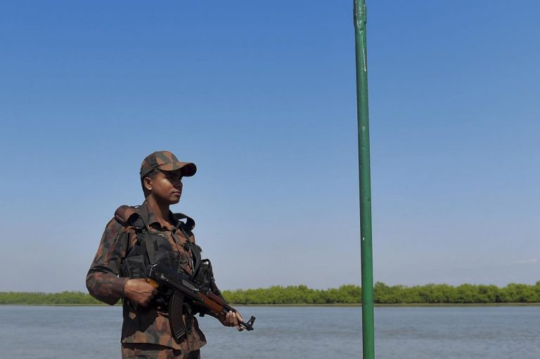 bangladesh-offers-myanmar-army-aid-against-arsa-1582215113