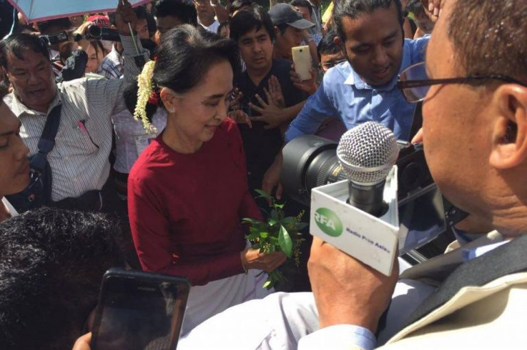 democracy-beacon-daw-aung-san-suu-kyi-votes-for-first-time-1582178443