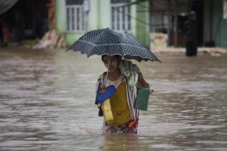 flood-death-toll-rises-to-8-430000-displaced-1582224687
