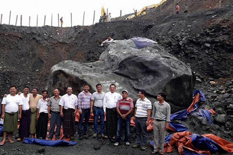 giant-jade-stone-in-kachin-too-big-to-move-1582222907