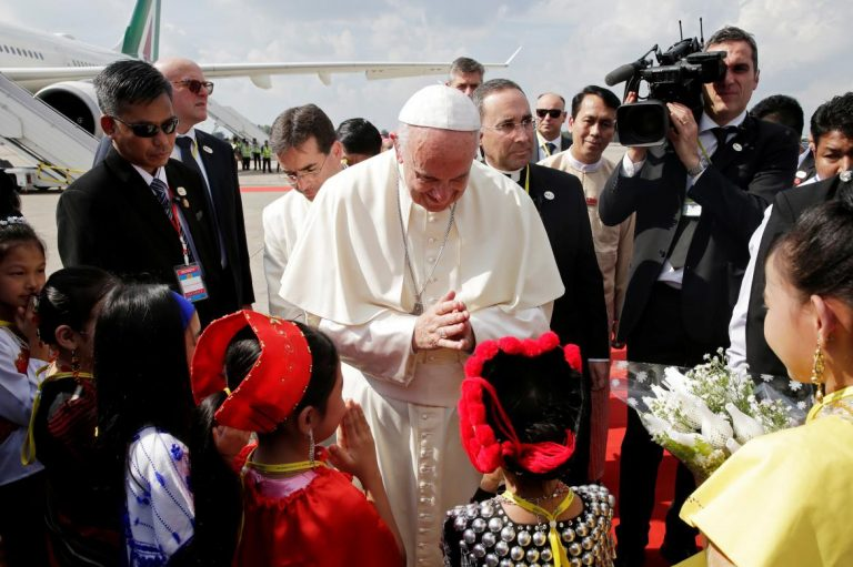 pope-meets-min-aung-hlaing-in-shadow-of-rakhine-crisis-1582212643