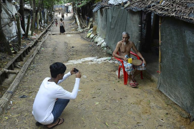 rohingya-youth-share-their-stories-on-social-media-1582179759