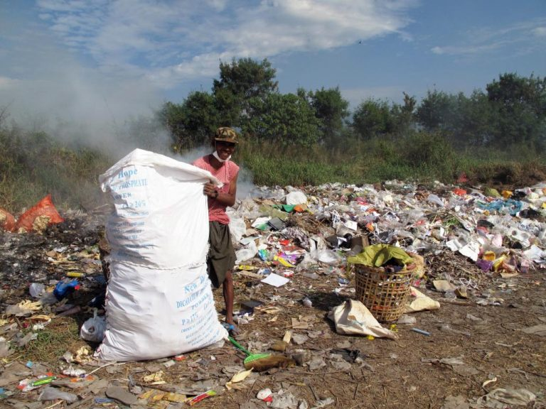 rubbish-creates-a-stink-at-inle-lake-1582194822