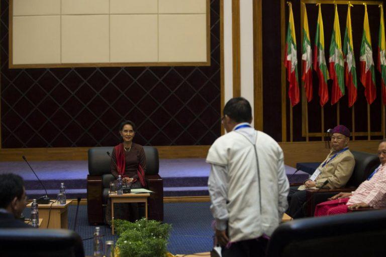 suu-kyi-holds-landmark-rebel-talks-1582225242