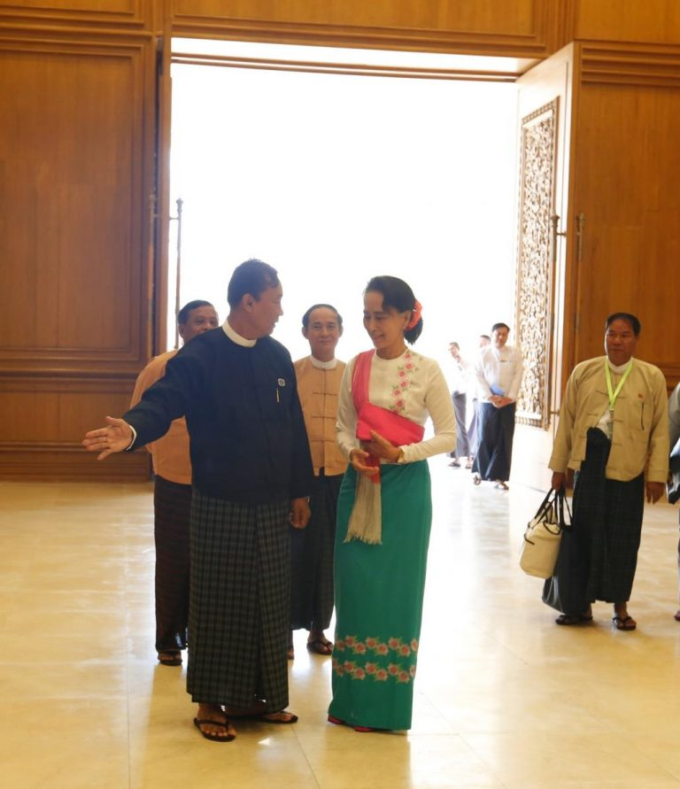 suu-kyi-meets-with-speaker-1582228311
