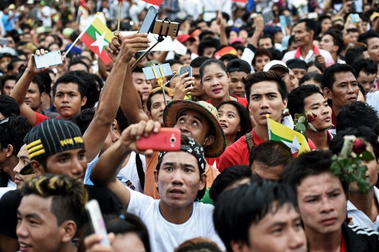suu-kyi-met-by-frenzied-fans-on-visit-to-thailand-1582225343