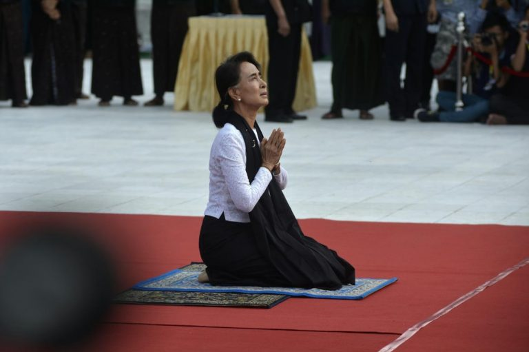 suu-kyi-military-chief-join-sombre-martyrs-day-ceremony-1582225237