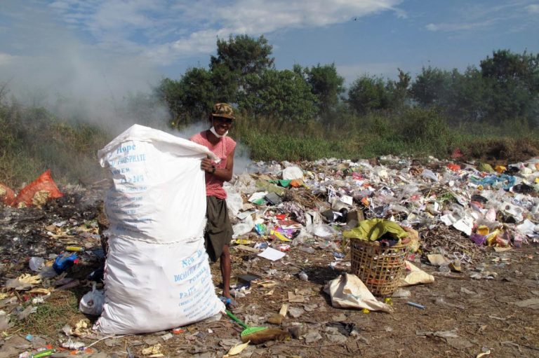 waste-collection-project-launched-at-inle-lake-1582227067