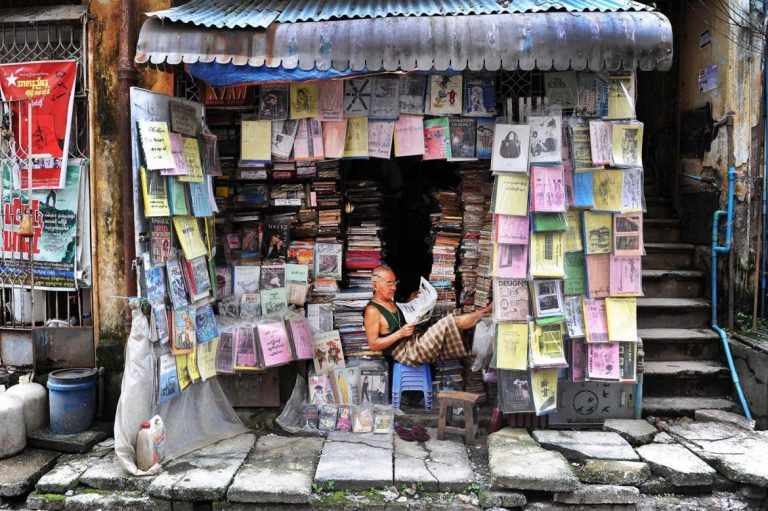 yangons-weekend-book-market-feels-the-pinch-1582173019